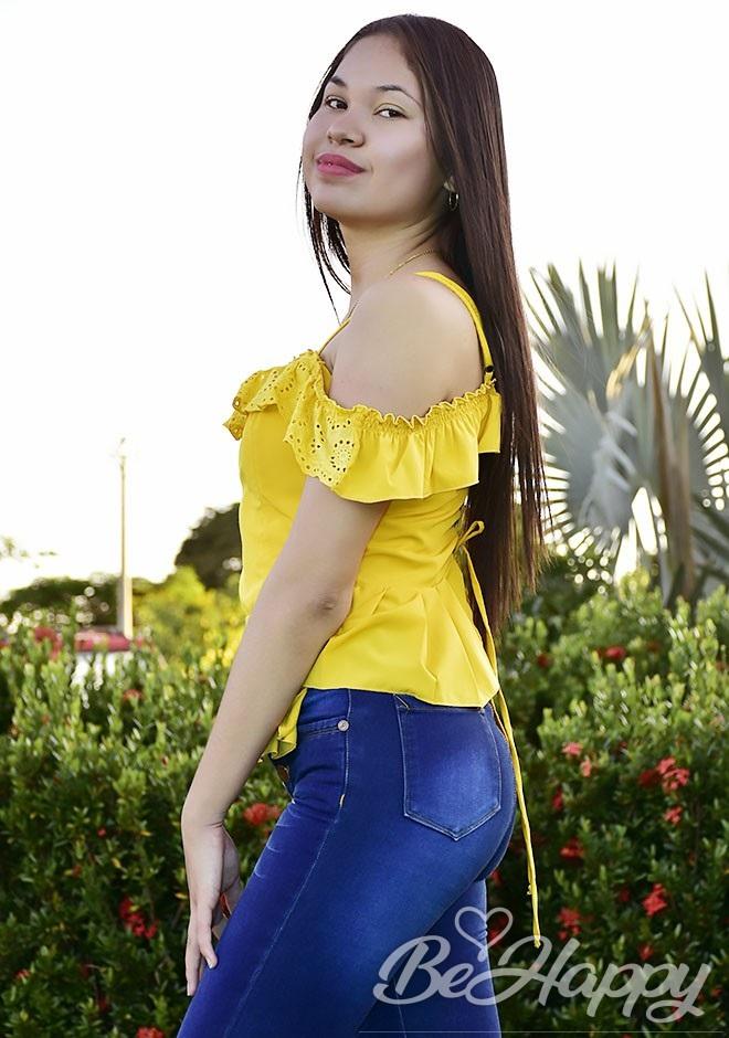 dating single Niyireth Natalia