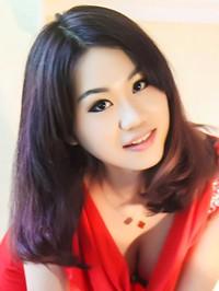 Asian woman Qianwen (Linda) from Zhanjiang, China
