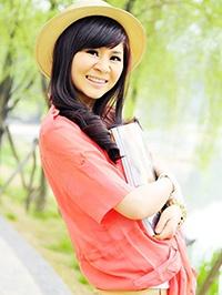 Asian woman Yixue (Snow) from Chongqing, China