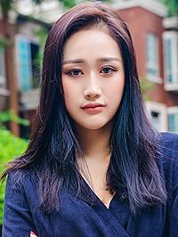 Asian woman Bo (Cherry) from Guangzhou, China