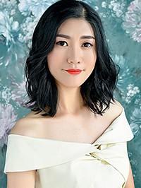 Asian woman Qiaochu (Lucy) from Fushun, China