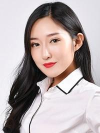 Asian woman Xin (Sarah) from Anshan, China