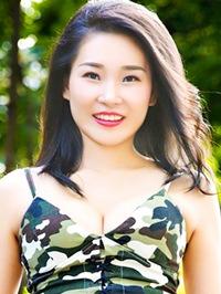 Asian woman Fay from Shenzhen, China