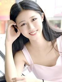 Single Zhuo (Lucy) from Shenyang, China