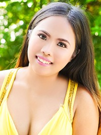 Asian woman Lowelah Escropolo from Apalit, Philippines