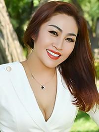 Asian woman Qin (Lucy) from Fushun, China