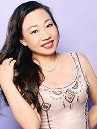 Single Yuqiu (Zoey) from Shenyang, China