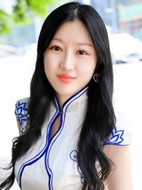 Asian woman Xiaohan (Linda) from Tianshui, China