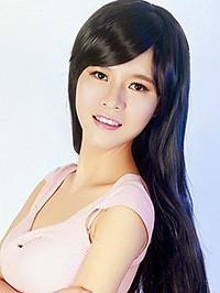 Asian woman Qun (Lily) from Nanchang, China
