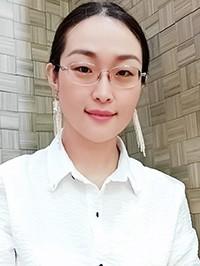 Asian woman Yoyo from Nanning, China