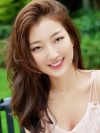 Asian woman Lisa from Zhongshan, China