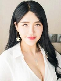 Asian woman Xiaoyan from Shanghai, China
