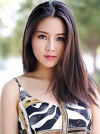 Asian woman Huiyu from Shanghai, China