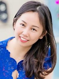 Asian woman YiPing from Nanning, China