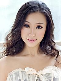 Asian woman Yiwen from Nanning, China