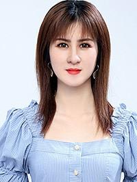 Asian woman Yufen from Nanning, China