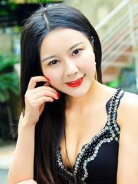 Asian woman Yuanyuan (Winnie) from Henan, China