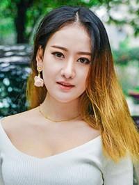 Asian woman Jiaxin (Jenny) from Guangzhou, China