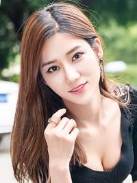 Asian woman Yufeng (Mary) from Guangzhou, China