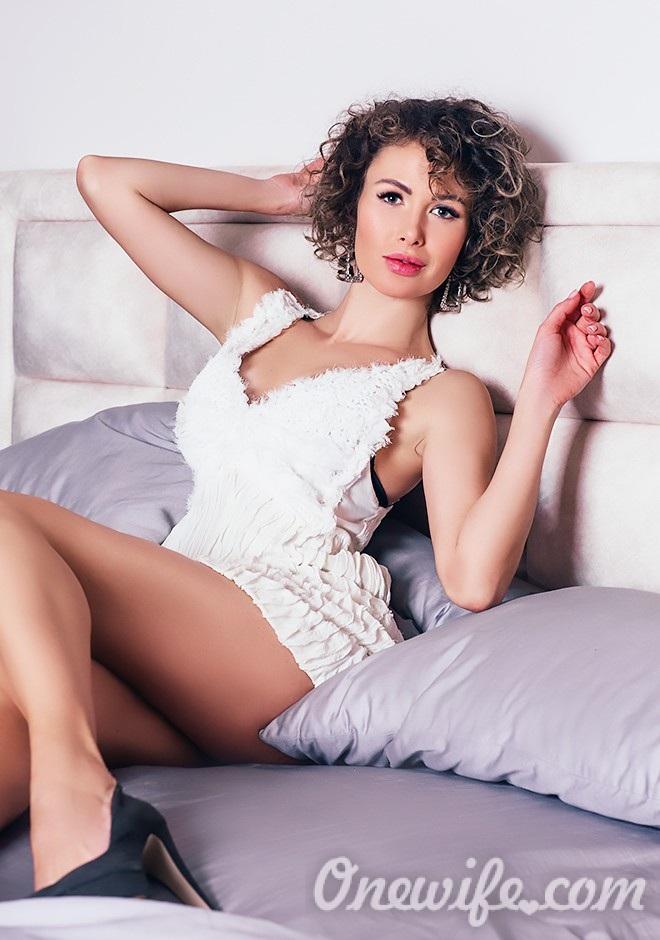 Single girl Alevtina 35 years old