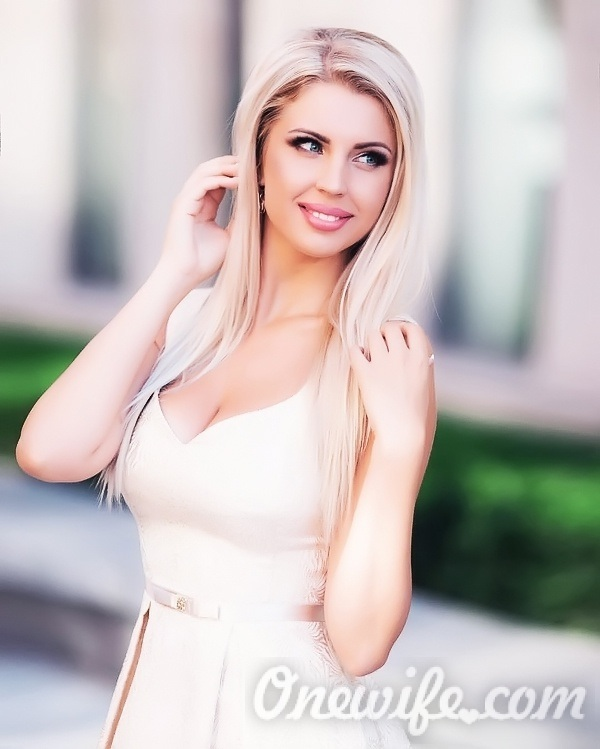 Russian bride Yulia from Dnepropetrovsk