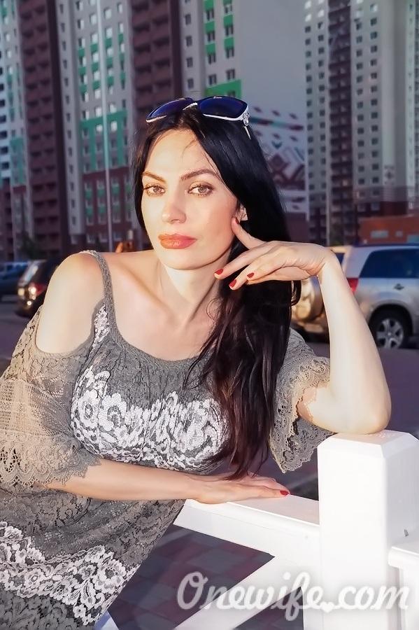 Russian bride Elena from Donetsk