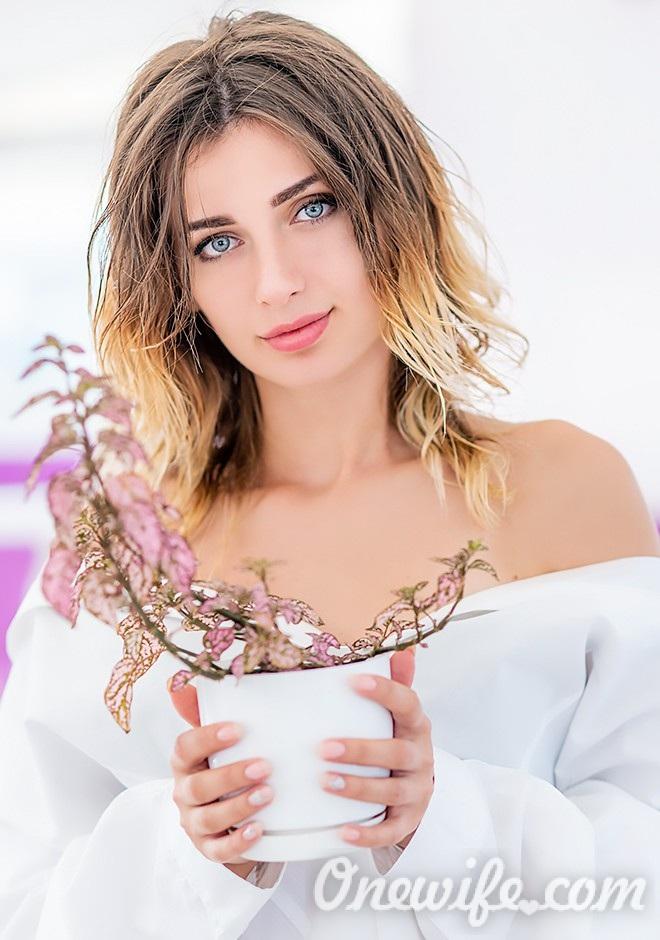 Russian bride Elena from Mariupol
