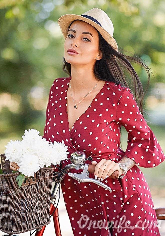 Russian bride Anna from Kharkiv