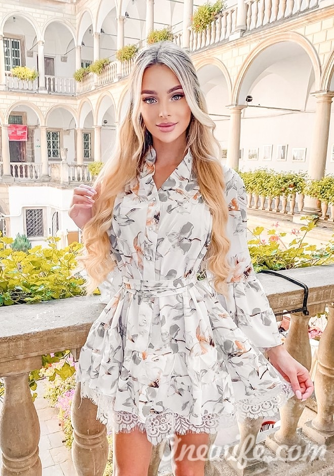 Single girl Diana-Maria 24 years old
