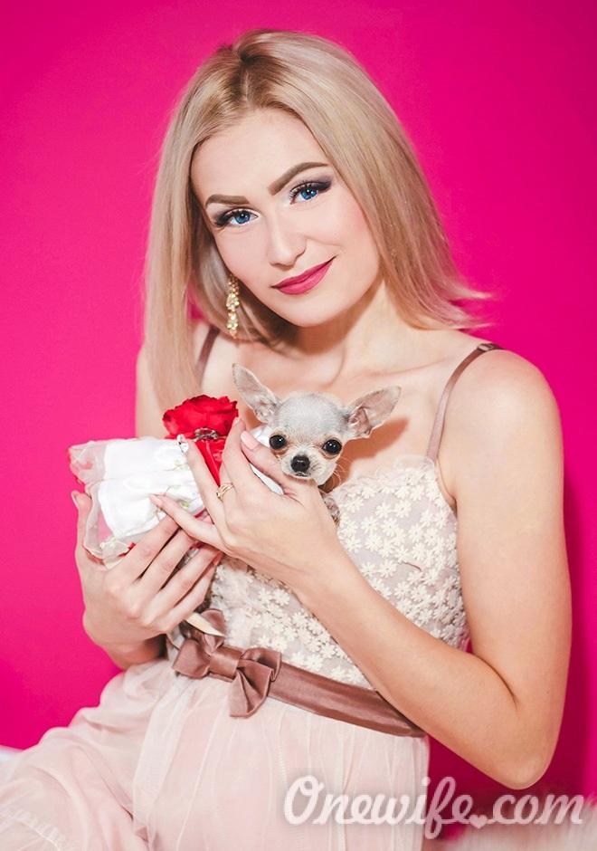 Russian bride Yuliya from Berdyansk
