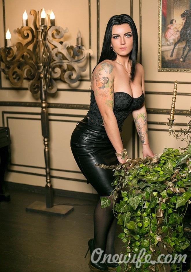 Single girl Viktoria 32 years old