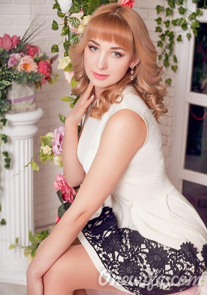Single girl Elena 32 years old