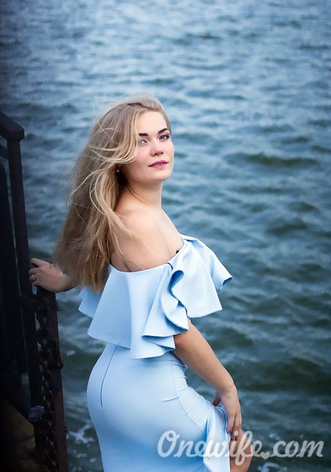 Single girl Oksana 21 years old