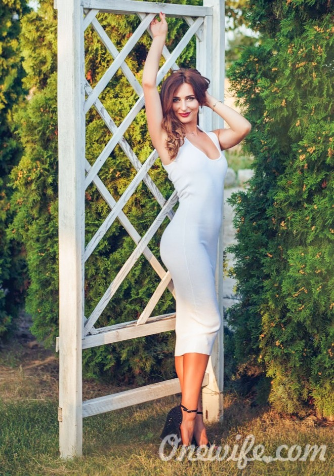 Russian bride Oksana from Dnepropetrovsk