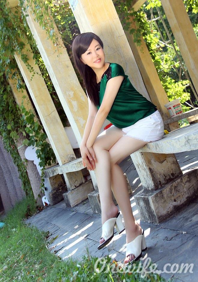 Russian bride Lijun from Wuhan
