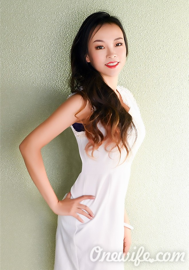 Russian bride Meiyue (Sophie) from Shenyang