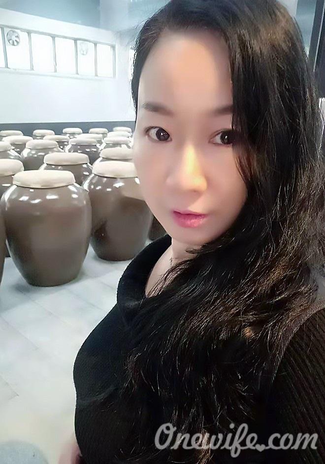 Russian bride Xianjing (Kayla) from Nanning