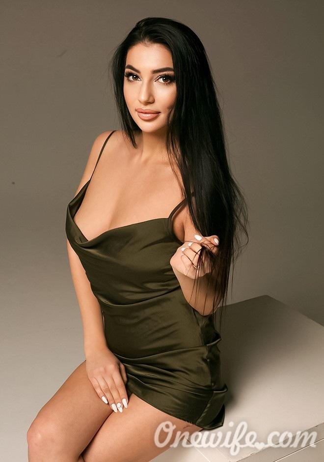 Single girl Nika 25 years old