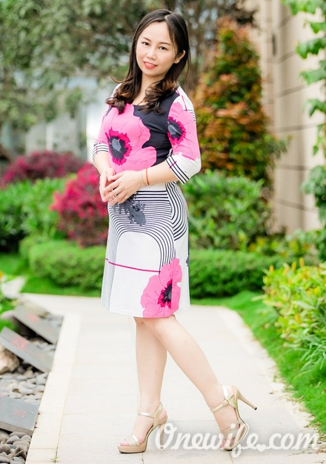 Russian bride YiPing from Nanning