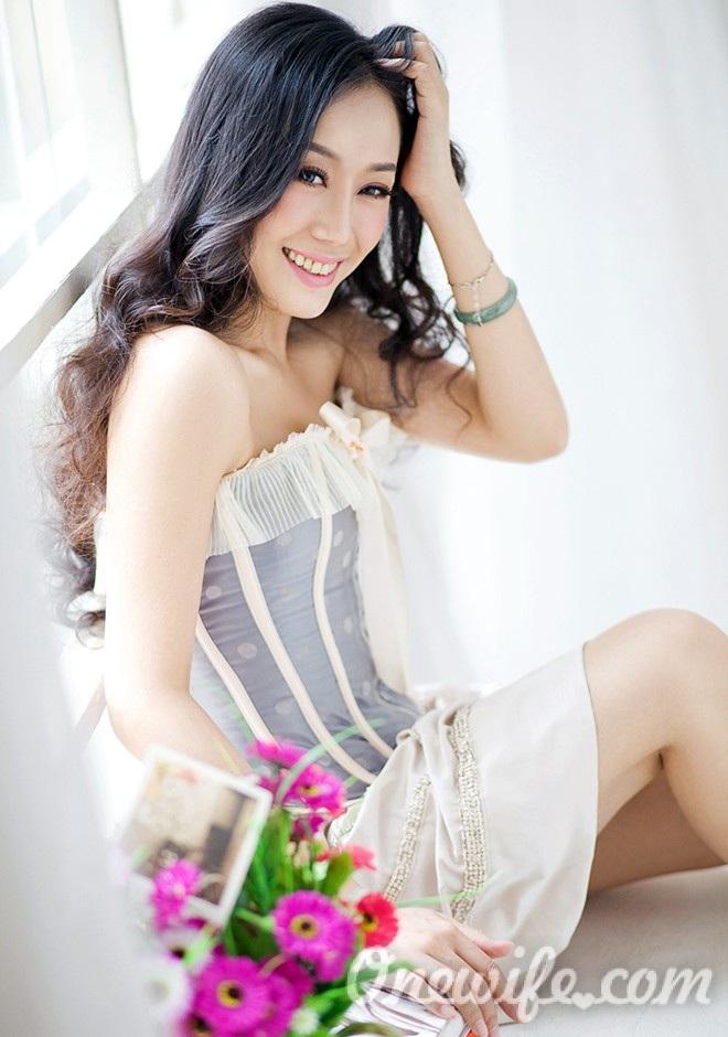 Russian bride Yiwen from Nanning