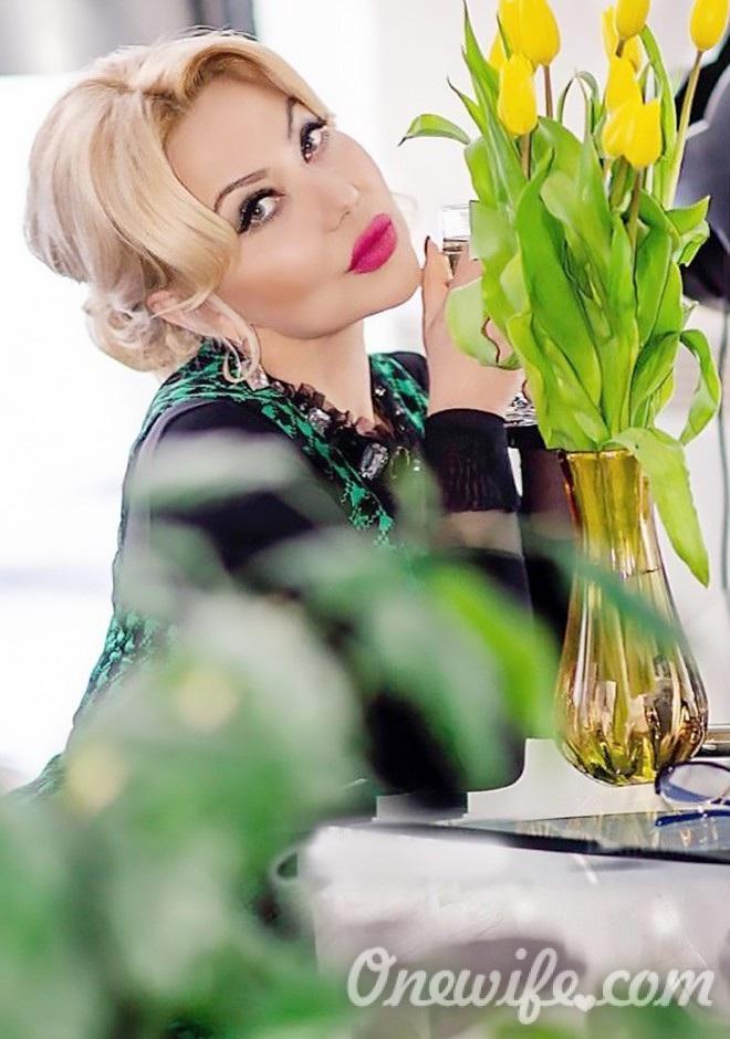 Russian bride Larisa from Donetsk