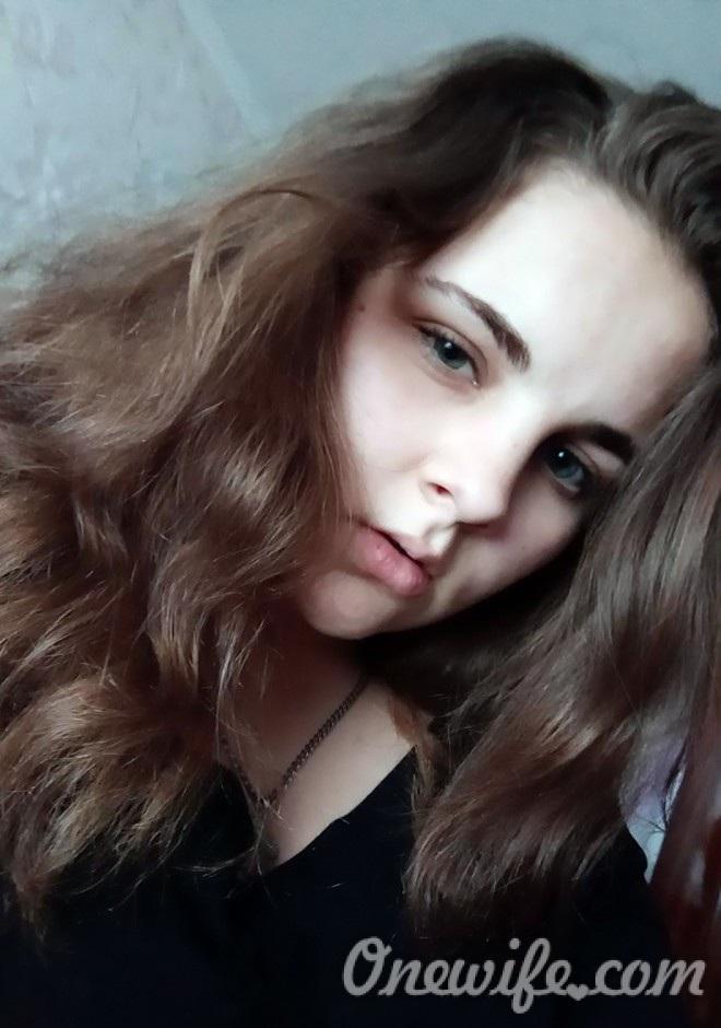 Russian bride Juliya from Lugansk