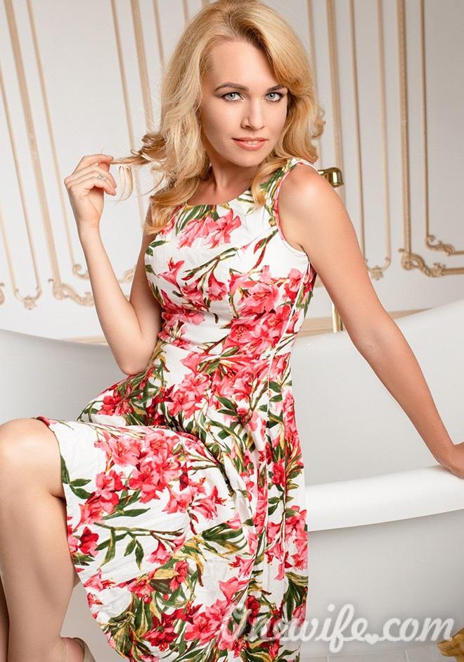 Single girl Viktoria 31 years old
