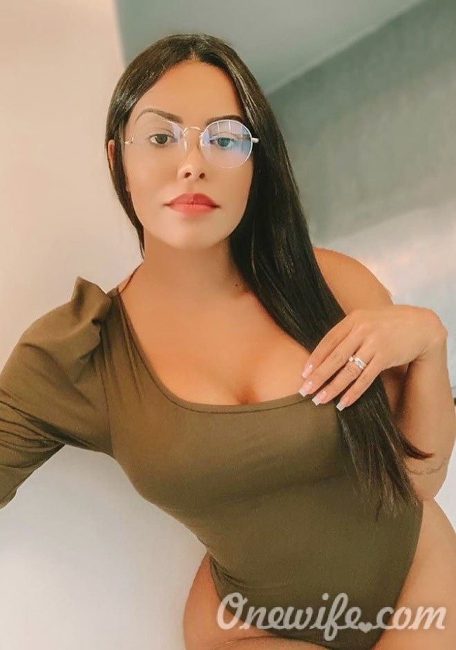 Single girl Jessica Ponciano 27 years old