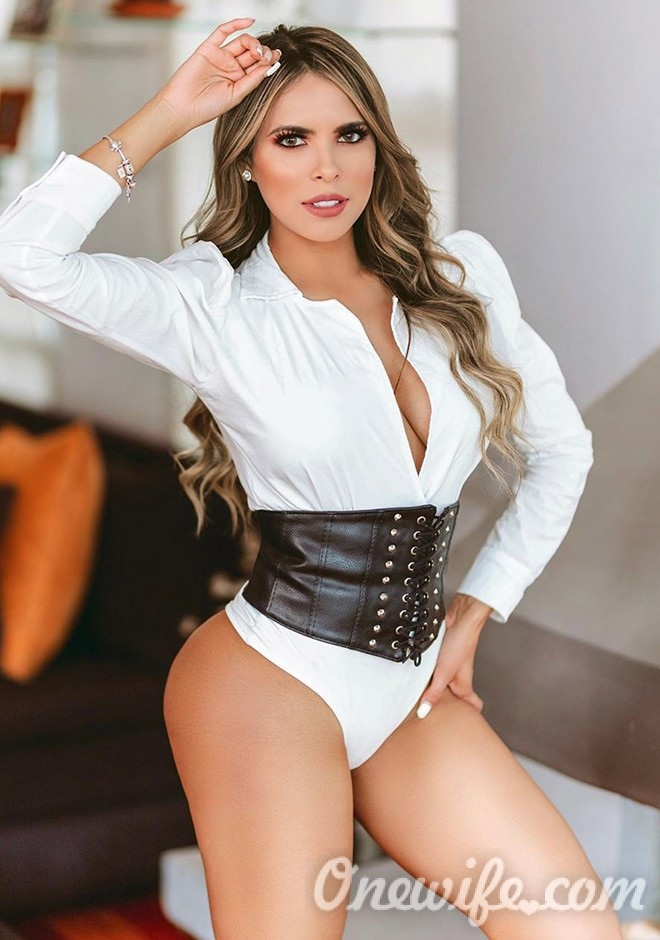 Russian bride Jeniffer Paola from Antioquia