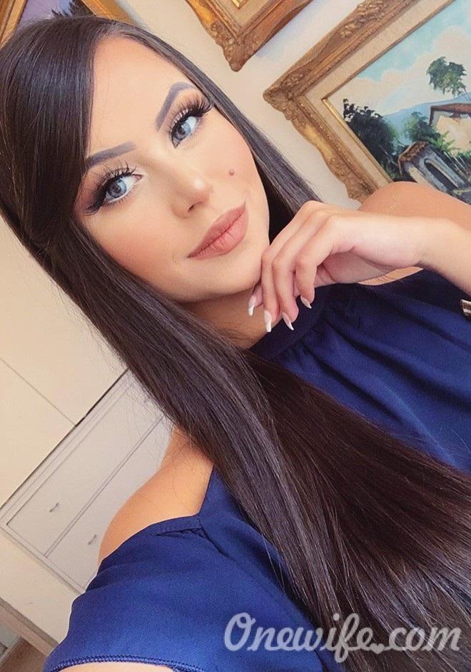 Single girl Oriana 24 years old