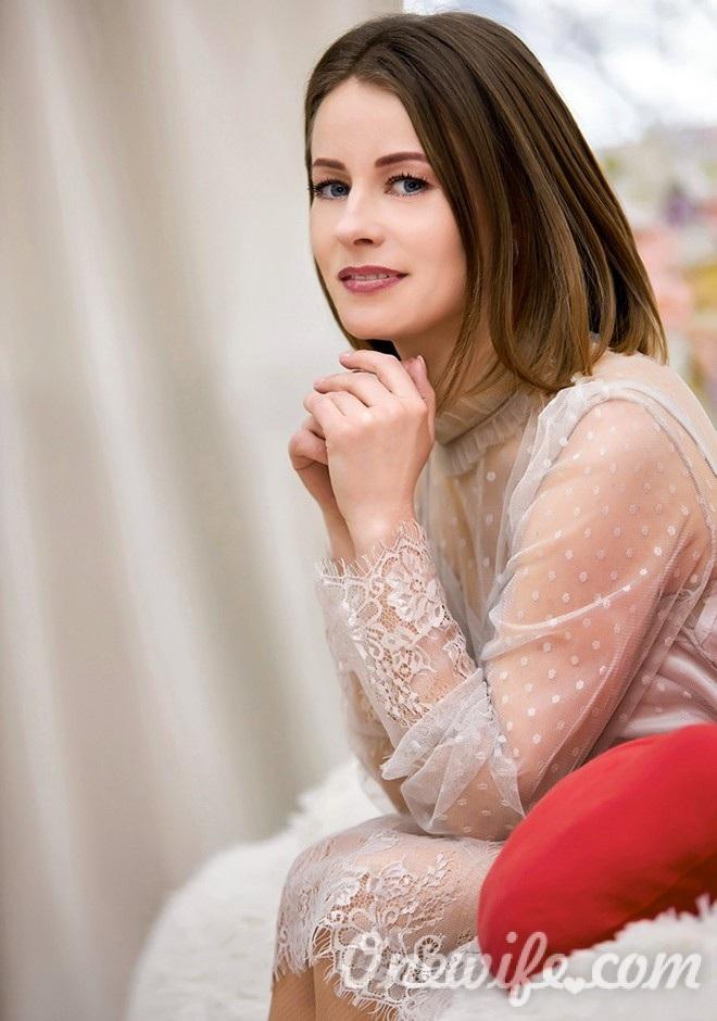 Russian bride Yuliya from Khmelnitskyi