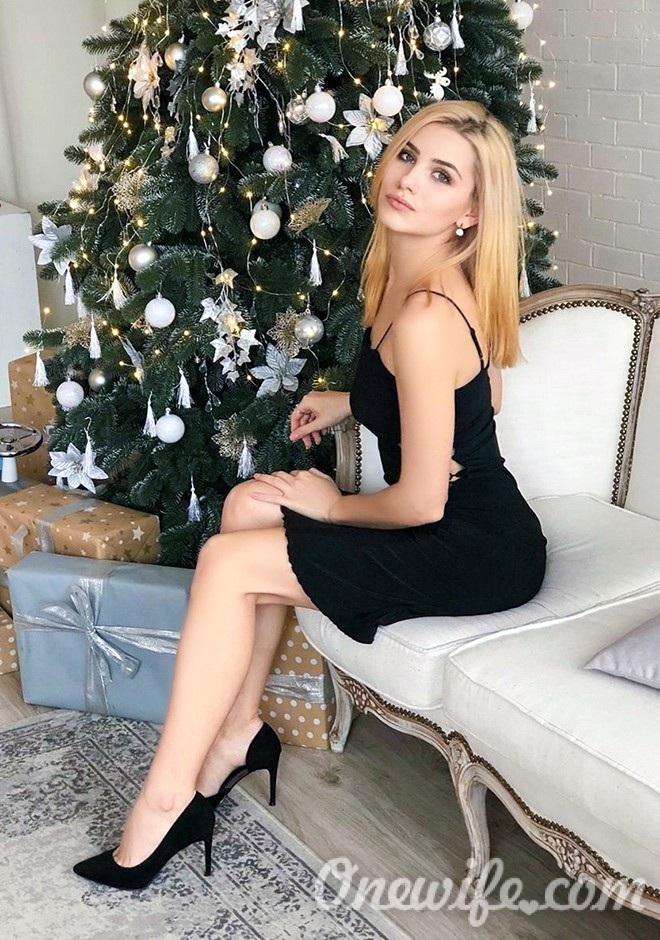 Russian bride Yuliia from Nikolaev