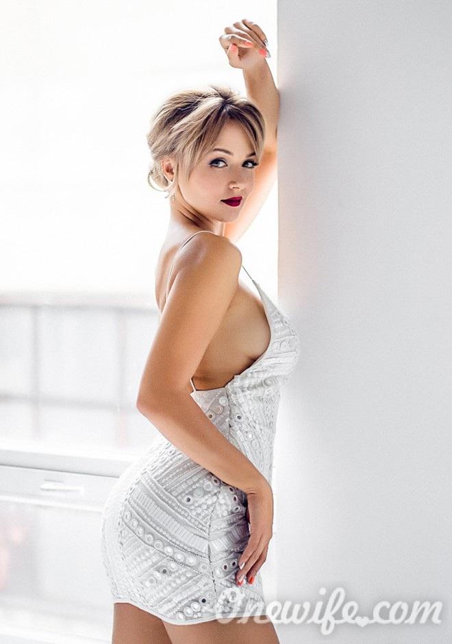 Russian bride Yulia from Shostka