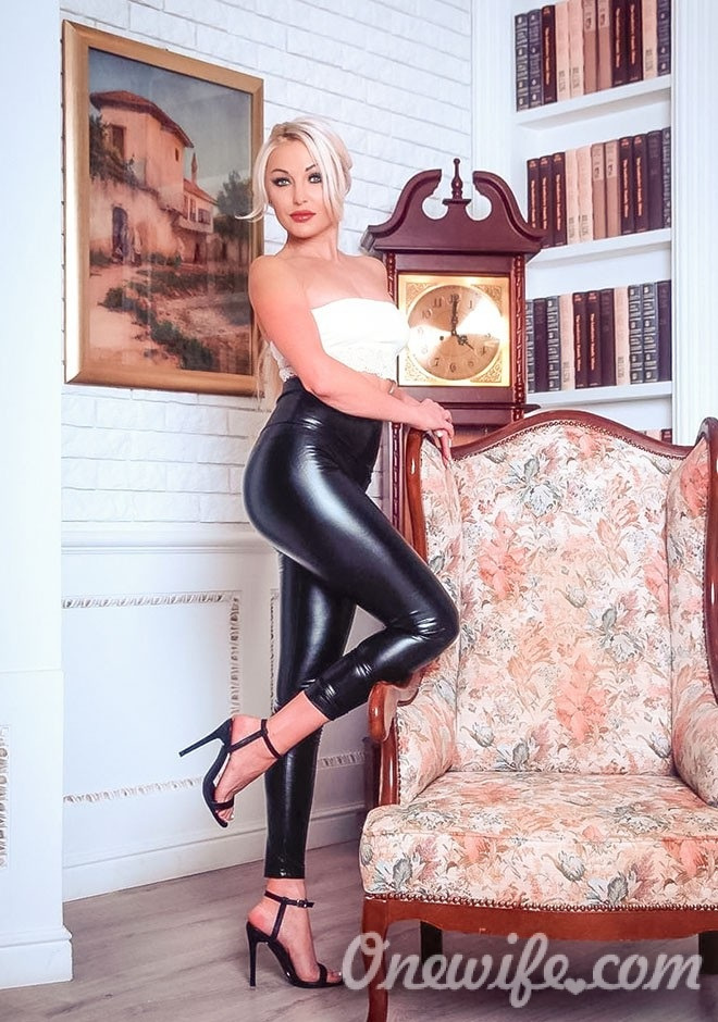 Single girl Svetlana 44 years old
